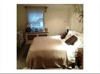 EasyRoommate UK - Spacious double bedroom in Knightsbridge - Chelsea, London - £1,520 pcm