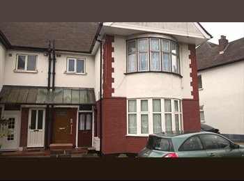 EasyRoommate UK - 2 Large furnished double rooms available  - Chadwell Heath, London - £450 pcm