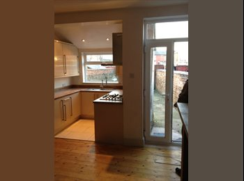 EasyRoommate UK - ROOM TO RENT IN THREE BED HOUSE IN RUSHOLME - Rusholme, Manchester - £300 pcm
