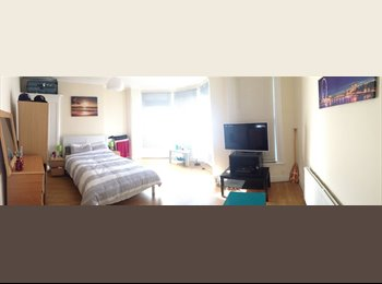 EasyRoommate UK - 1 very large bedroom with terrace 690pcm ALL INCLUDED! - Woodside Park, London - £693 pcm