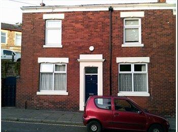 EasyRoommate UK - Ashton (Nr wheatsheaf pub) double rooms to rent in large double fronted house  - Preston, Preston - £360 pcm