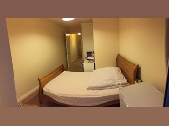 EasyRoommate UK - Spare Room Monday to Friday in Ocean Village - Northam, Southampton - £500 pcm