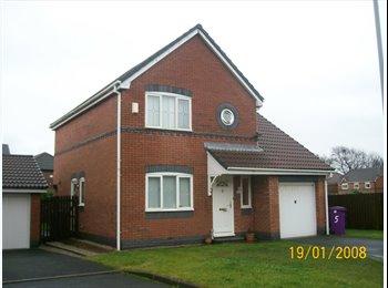 EasyRoommate UK - NO DEPOSIT - On-suite master bedroom to rent L9 - Aintree Village, Liverpool - £395 pcm