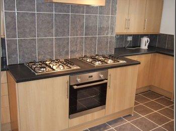 EasyRoommate UK - Huddersfield Furnished  double  room with  Ensuite, bills & wifi inc  - Huddersfield, Kirklees - £368 pcm