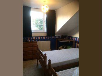 EasyRoommate UK - Double room with vanity unit - Preston, Weymouth and Portland - £400 pcm