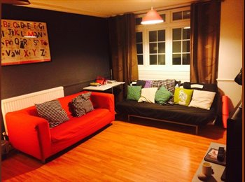 Double bedroom in 3-bed 3 storey house in Bow