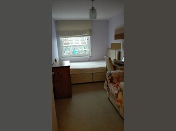 EasyRoommate UK - Lovely spacious double bedroom available, Feltham - £550 pcm