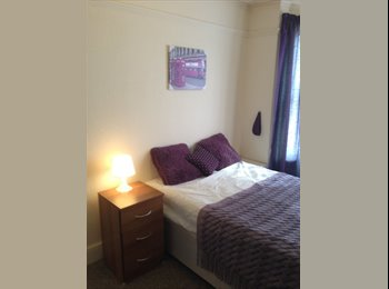 EasyRoommate UK - Fully Furnished Ensuite Double, Close To M4, Tesco, Town, WiFi, Cleaner Included - Tilehurst, Reading - £500 pcm
