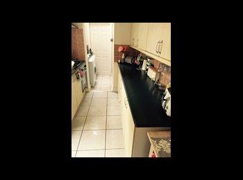 EasyRoommate UK - Lovely 3bedroom house- selly oak - Harborne, Birmingham - £347 pcm