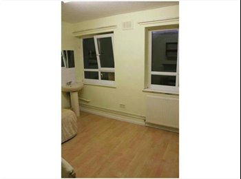 EasyRoommate UK - single room in the four bedroom flat 10 min walk to city centre £180 per month all bills inclusive a - Edge Hill, Liverpool - £180 pcm