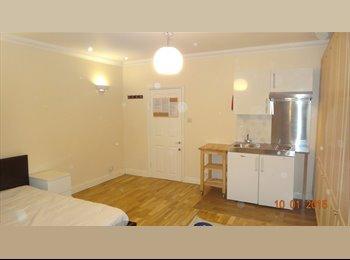 EasyRoommate UK - Huge double room in Finchley - Woodside Park, London - £700 pcm