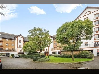 Clean 2 bed gated flat in Kingston 2 mins to town centre...