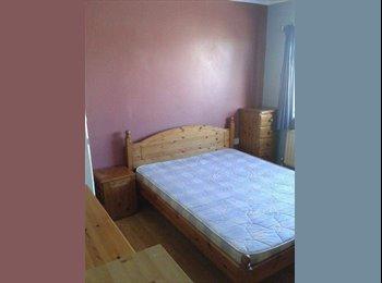 EasyRoommate UK - Double Room Shared House in Swindon Nr Towncentre  - Haydon Wick, Swindon - £300 pcm