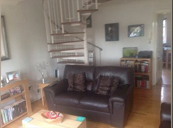 EasyRoommate UK - Single bedroom on Salford quays nr media city available mon-fri with parking - Salford Quays, Salford - £350 pcm