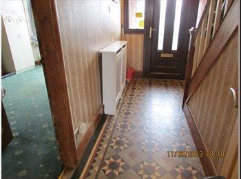EasyRoommate UK - Nice shared house - Attleborough, Nuneaton - £400 pcm