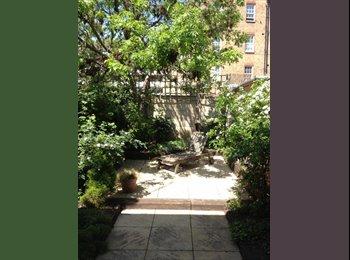SHORT LET double room,garden house Kennington