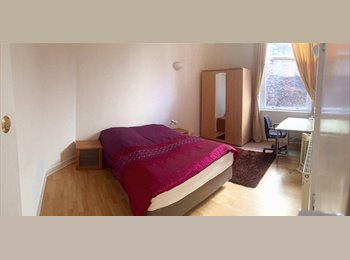 Available 2 Rooms in a city centre flat