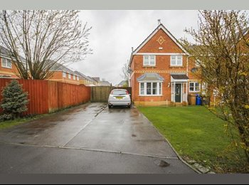 EasyRoommate UK - Home from home room to rent - Pendlebury, Salford - £495 pcm