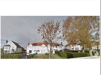 EasyRoommate UK - 5 Bedrooms available In Tile Hill, Suitable for students!!! - Kirby Corner, Coventry - £322 pcm