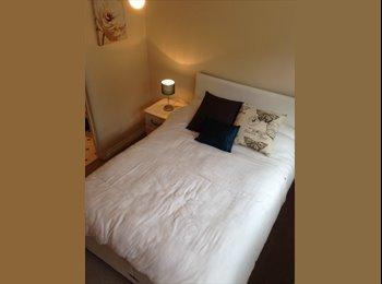 Lovely Double En-suite Near BSE Town Centre/Train station