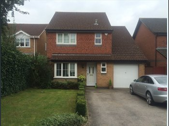 EasyRoommate UK - Choice of two double bedrooms with private bathroom! - Old Town, Stevenage - £600 pcm