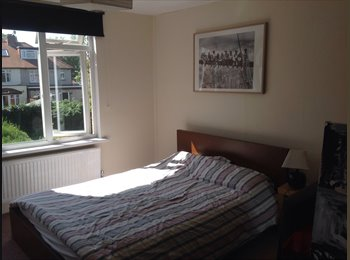Bright clean room in Family home MONDAY to FRIDAY only