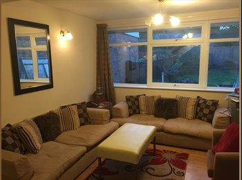 EasyRoommate UK - House mate sought  - Bovingdon, Hemel Hempstead - £500 pcm