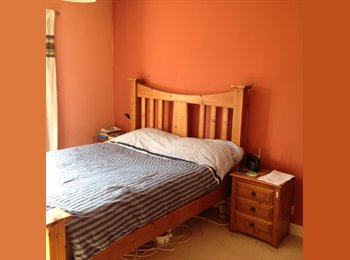 EasyRoommate UK - Up hill close to Bailgate double or single room - Lincoln, Lincoln - £400 pcm