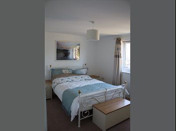 EasyRoommate UK - 2 great double rooms in lovely new furnished house in Caterham - Caterham, London - £670 pcm