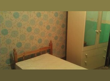 EasyRoommate UK - Double room in quiet house - Slough, Slough - £90 pcm