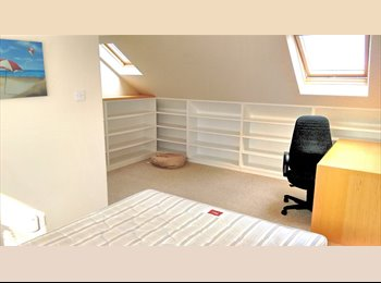 Very spacious double room by Enfield Town,