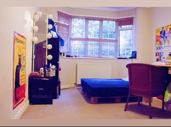 Lovely Furnished Double Bedroom in detached House