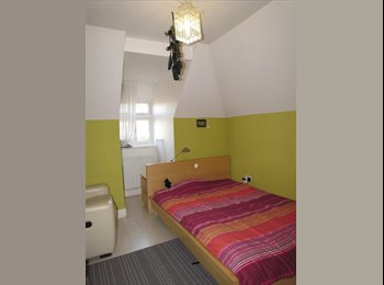 Double room with single bed only 5min to station