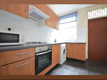 6-bed with modern furniture close to Leeds University