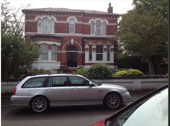 EasyRoommate UK - LARGE 2 BED FLAT. SOUTHPORT, BIRKDALE VILLAGE AREA - Birkdale, Southport - £565 pcm