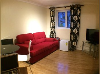 EasyRoommate UK - NEW double rooms in detached house - Wallington, London - £525 pcm