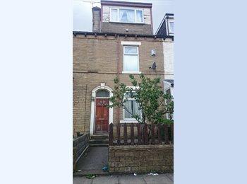 EasyRoommate UK - 4 large rooms - 1st Week Free* - Lidget Green, Bradford - £200 pcm