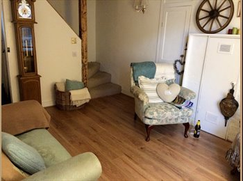 EasyRoommate UK - Large double room in beautiful Georgian townhouse - Maidstone, Maidstone - £500 pcm