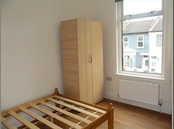 Double rooms available in refurbished house, walking...