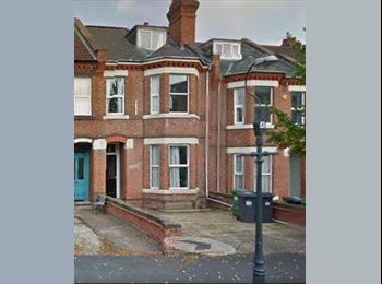 EasyRoommate UK - Large Furnished Double Bedroom, £380/month - Royal Leamington Spa, Leamington Spa - £380 pcm