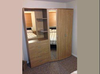 EasyRoommate UK - Large Double room available in Crawley - Bewbush, Crawley - £450 pcm