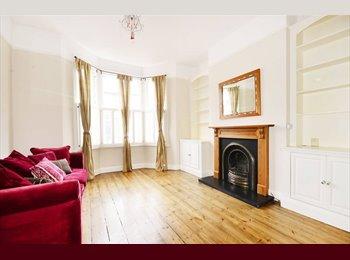 EasyRoommate UK - A bright double bedroom - Edinburgh Centre, Edinburgh - £400 pcm