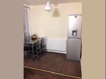 Double & single room in N18