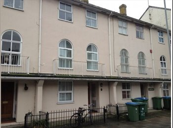 EasyRoommate UK - 4 bed city centre- housekeeper and pet sitter needed  - Southampton, Southampton - £400 pcm