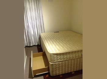 EasyRoommate UK - Nice Double Room available to Let in Hanworth Area - Feltham, London - £450 pcm