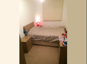 EasyRoommate UK - Double bedroom - Feltham, London - £450 pcm