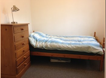 EasyRoommate UK - Surprisingly quiet and leafy suburb in a busy cosmopolitan area - Firth Park, Sheffield - £360 pcm