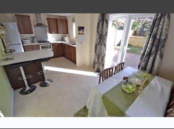 EasyRoommate UK - Double room available Mon-Fri - Dewsbury, Kirklees - £300 pcm