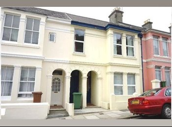 EasyRoommate UK - 2 Double Bedrooms available in 3 bedroom house. - Plymouth, Plymouth - £340 pcm