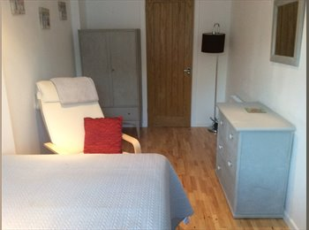 EasyRoommate UK - Gorgeous double room with modern on suite shower room. - King's Heath, Birmingham - £450 pcm